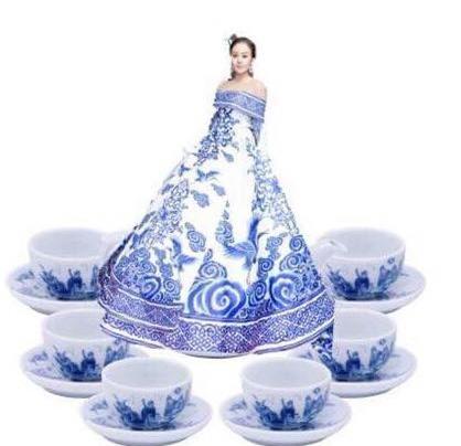 Những chiếc váy dị biệt làm nên tên tuổi mỹ nhân Việt-4