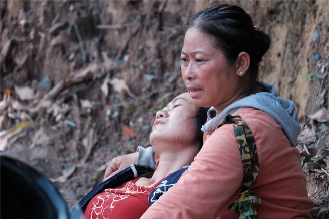 Mẹ nấc nghẹn cầm chiếc lồng đèn vừa mua cho con trai bị rớt cống mất tích ở Đồng Nai - Ảnh 13.