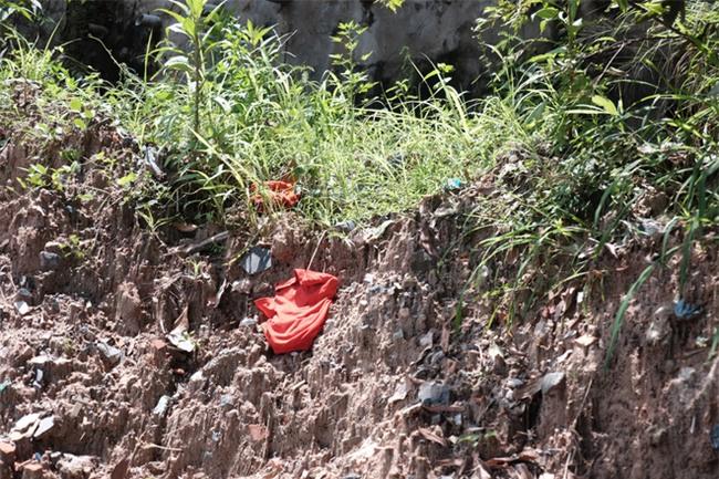 Mẹ nấc nghẹn cầm chiếc lồng đèn vừa mua cho con trai bị rớt cống mất tích ở Đồng Nai - Ảnh 14.