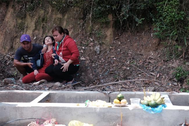 Mẹ nấc nghẹn cầm chiếc lồng đèn vừa mua cho con trai bị rớt cống mất tích ở Đồng Nai - Ảnh 15.
