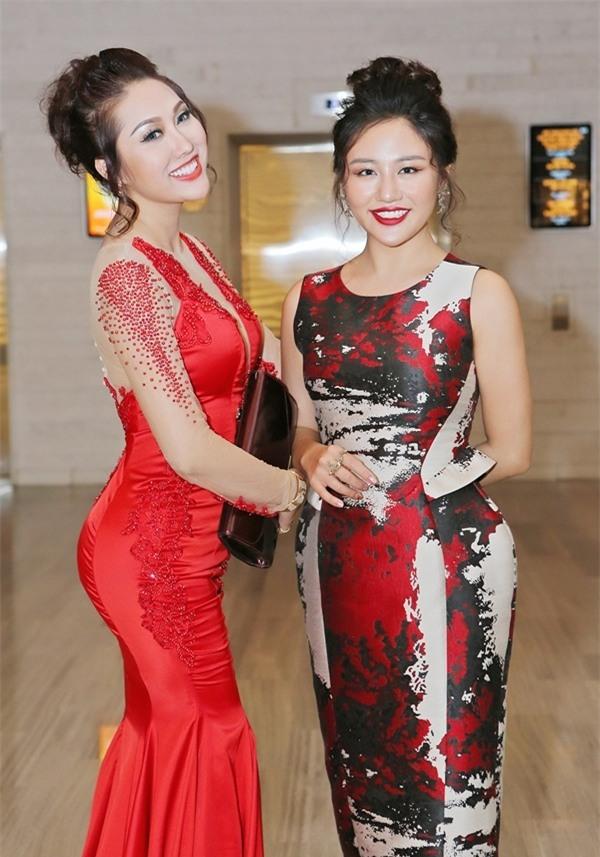 Minh Hằng diện đồ như mẫu game, Ngọc Trinh mặc váy có như không lọt top sao thảm họa-5