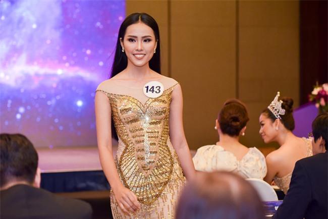 Top 70 Hoa hau Hoan vu Viet Nam catwalk ngay trong hop bao ra mat hinh anh 2
