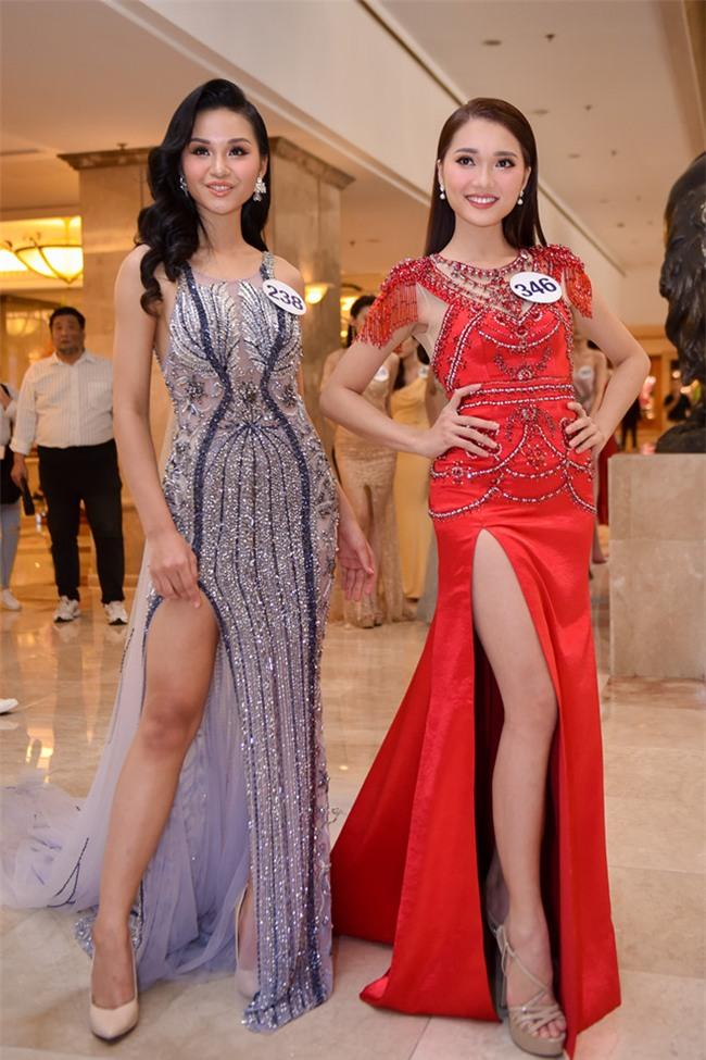 Top 70 Hoa hau Hoan vu Viet Nam catwalk ngay trong hop bao ra mat hinh anh 7
