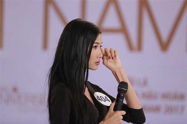 Mai Ngô khóc như mưa khi được hỏi về học vấn tại Hoa hậu Hoàn vũ Việt Nam 2017-4