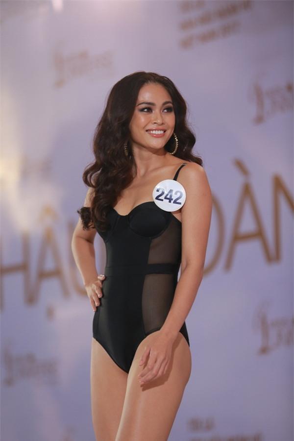 Mai Ngô khóc như mưa khi được hỏi về học vấn tại Hoa hậu Hoàn vũ Việt Nam 2017-5