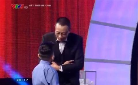 Lại xuất hiện thánh 7 tuổi biết cả thế giới khiến MC Lại Văn Sâm phải cúi mình gọi là... thầy-3