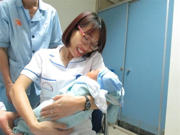 Bé trai 5 ngày tuổi bị bỏ rơi ở Viện Huyết học - Truyền máu TƯ: Có thể mẹ bé vẫn ở đâu đây! - Ảnh 6.