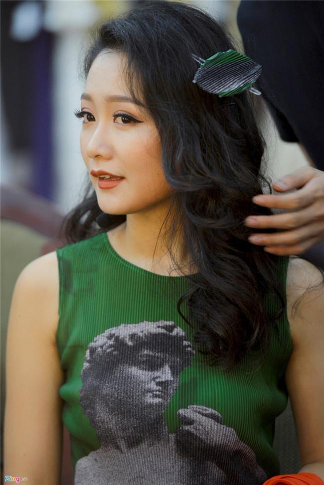 BTV Thu Ha: 'Khong the vua lam thoi su, vua chup anh bikini' hinh anh 2