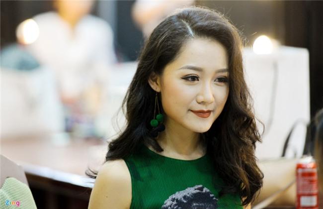 BTV Thu Ha: 'Khong the vua lam thoi su, vua chup anh bikini' hinh anh 3