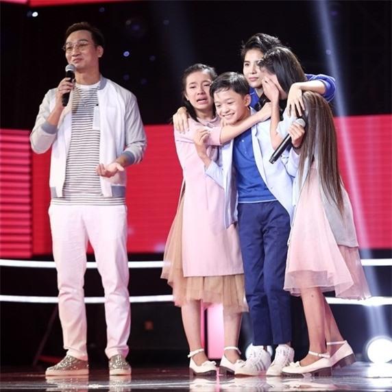 Hoc tro Vu Cat Tuong hat bolero tren san khau The Voice Kids hinh anh 3