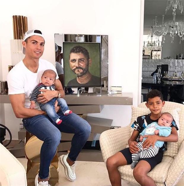 Ronaldo đăng ảnh tưởng nhớ người cha đã khuất vì chứng nghiện rượu - Ảnh 1.