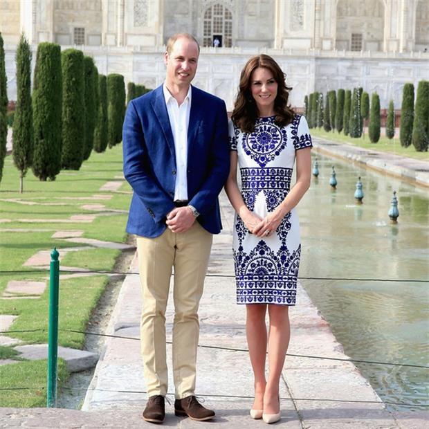 Hoàng tử William chẳng bao giờ nắm tay Công nương Kate ở nơi công cộng, nhưng lại luôn có hành động ngọt ngào này - Ảnh 1.