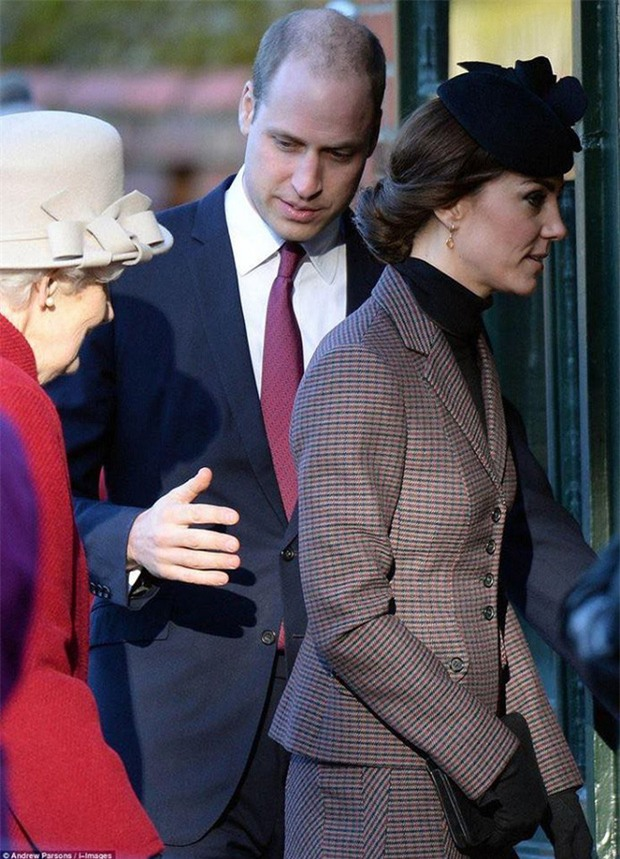 Hoàng tử William chẳng bao giờ nắm tay Công nương Kate ở nơi công cộng, nhưng lại luôn có hành động ngọt ngào này - Ảnh 12.