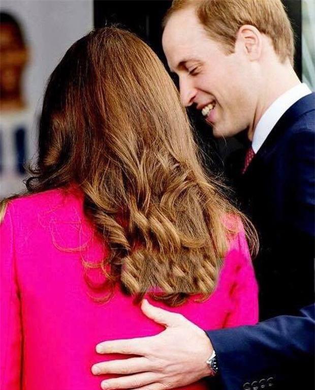 Hoàng tử William chẳng bao giờ nắm tay Công nương Kate ở nơi công cộng, nhưng lại luôn có hành động ngọt ngào này - Ảnh 14.