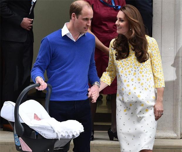 Hoàng tử William chẳng bao giờ nắm tay Công nương Kate ở nơi công cộng, nhưng lại luôn có hành động ngọt ngào này - Ảnh 3.