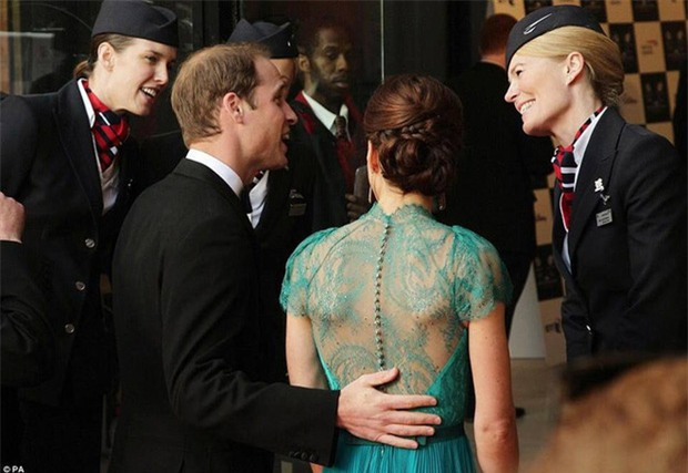 Hoàng tử William chẳng bao giờ nắm tay Công nương Kate ở nơi công cộng, nhưng lại luôn có hành động ngọt ngào này - Ảnh 5.