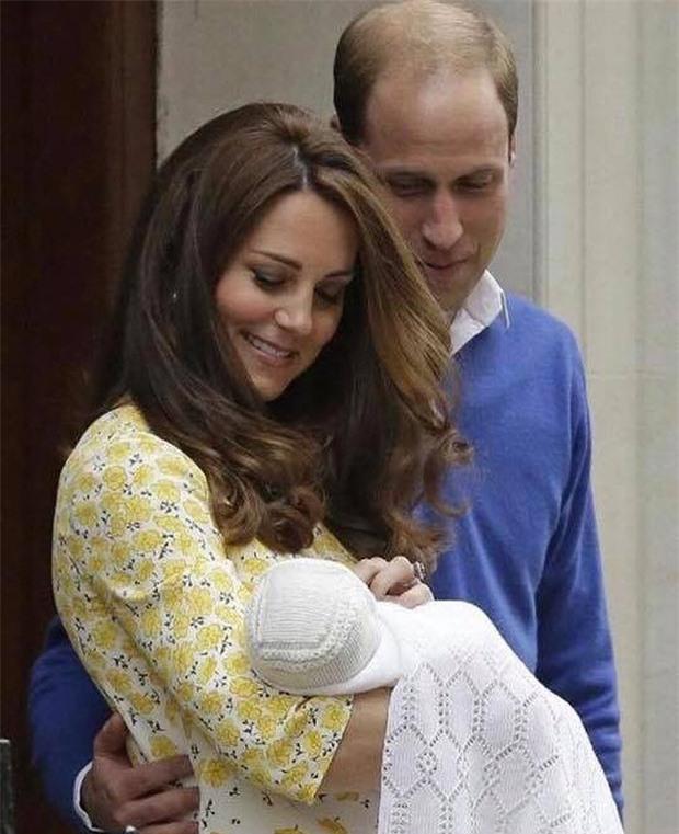 Hoàng tử William chẳng bao giờ nắm tay Công nương Kate ở nơi công cộng, nhưng lại luôn có hành động ngọt ngào này - Ảnh 7.