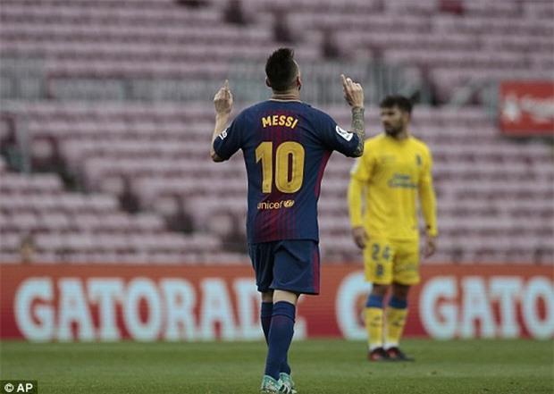 Messi lập cú đúp trong 7 phút, Barca xây chắc ngôi đầu - Ảnh 4.