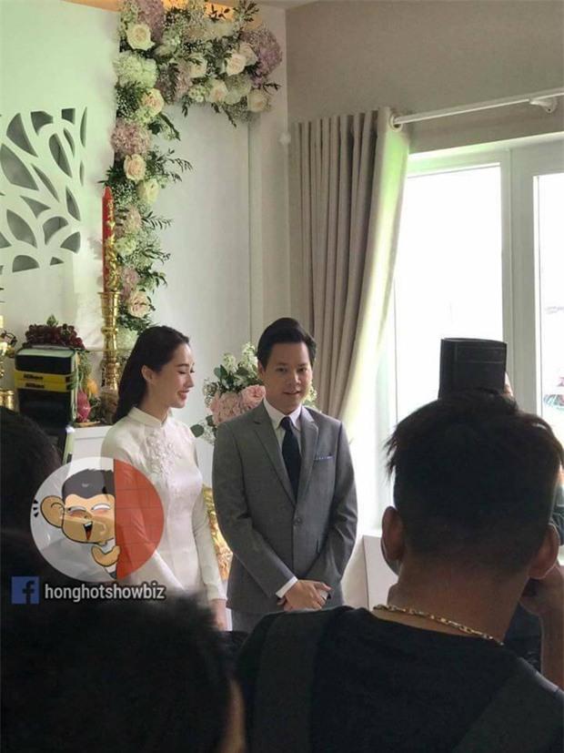 Hoa hậu Đặng Thu Thảo rạng rỡ bên doanh nhân Trung Tín trong đám hỏi bí mật tổ chức tại nhà riêng - Ảnh 4.