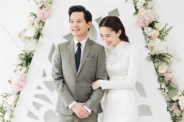 Hoa hậu Đặng Thu Thảo đẹp rạng rỡ bên chồng trong lễ ăn hỏi tại nhà riêng-2