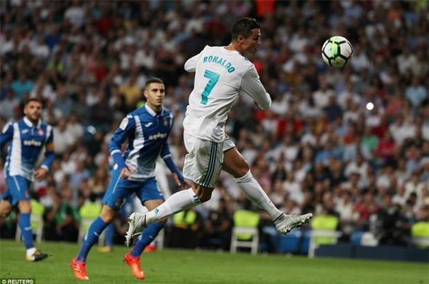 Ronaldo làm nền cho Isco, Real tiếp tục đeo bám Barca - Ảnh 5.