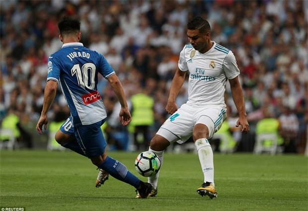 Ronaldo làm nền cho Isco, Real tiếp tục đeo bám Barca - Ảnh 10.