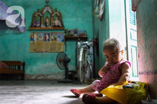 Cuộc đời cô gái gần 30 vẫn mang hình hài của đứa trẻ 2 tuổi: Lủi thủi trong nhà cả đời, không có bạn cùng - Ảnh 4.