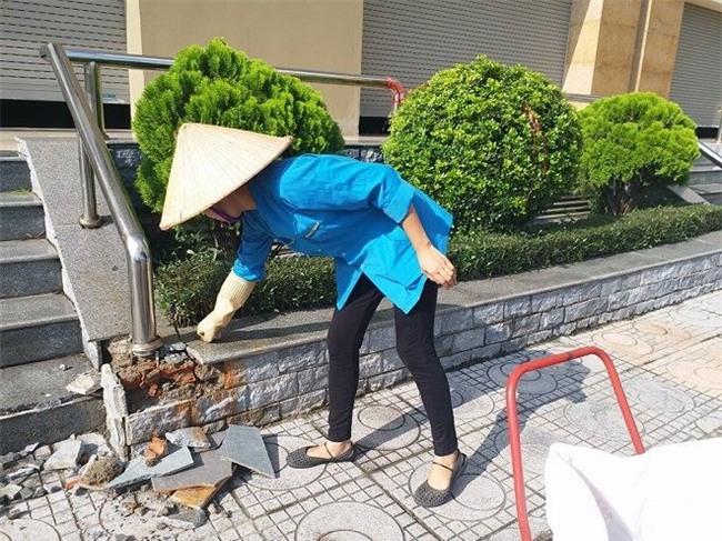 Hiện trường nơi nữ sinh rơi xuống đất vỡ cả viên gạch