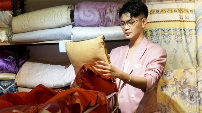 Hậu ồn ào chuyện tình cảm, Đào Bá Lộc xuất hiện rạng rỡ bên Dương Yến Ngọc tại sự kiện - Ảnh 1.