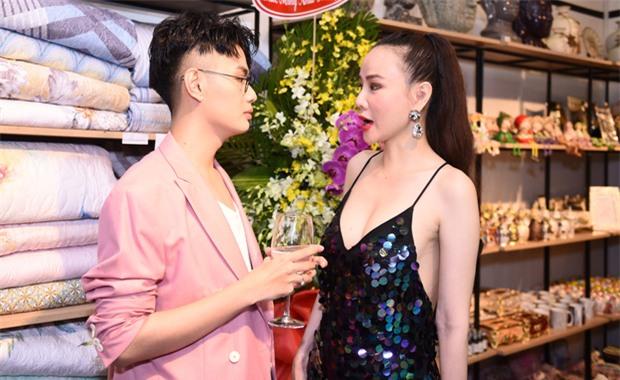 Hậu ồn ào chuyện tình cảm, Đào Bá Lộc xuất hiện rạng rỡ bên Dương Yến Ngọc tại sự kiện - Ảnh 3.