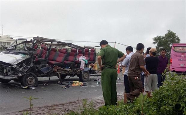 Nhân chứng vụ tai nạn 6 người chết: Sau tiếng nổ như bom, chiếc xe bị xé toang mái và hông - Ảnh 1.