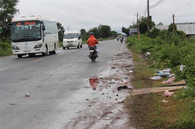 Nhân chứng vụ tai nạn 6 người chết: Sau tiếng nổ như bom, chiếc xe bị xé toang mái và hông - Ảnh 2.