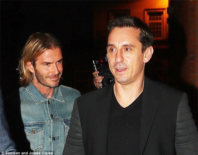 Beckham lịch lãm dự lễ khai trương hộp đêm của Gary Neville - Ảnh 2.
