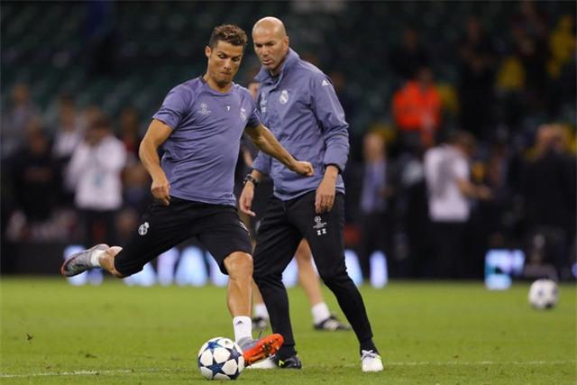 Lần hiếm hoi Zidane công khai chê phong độ của Ronaldo, sau khi ngôi sao số 1 của Real tịt ngòi quá lâu