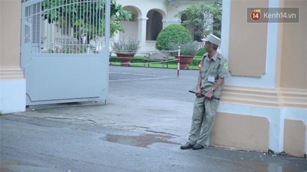 Chuyện chưa kể về bác bảo vệ mà học sinh chuyên Lê Hồng Phong cúi đầu chào mỗi ngày: Hiệp sĩ xích lô 21 lần bắt cướp - Ảnh 8.