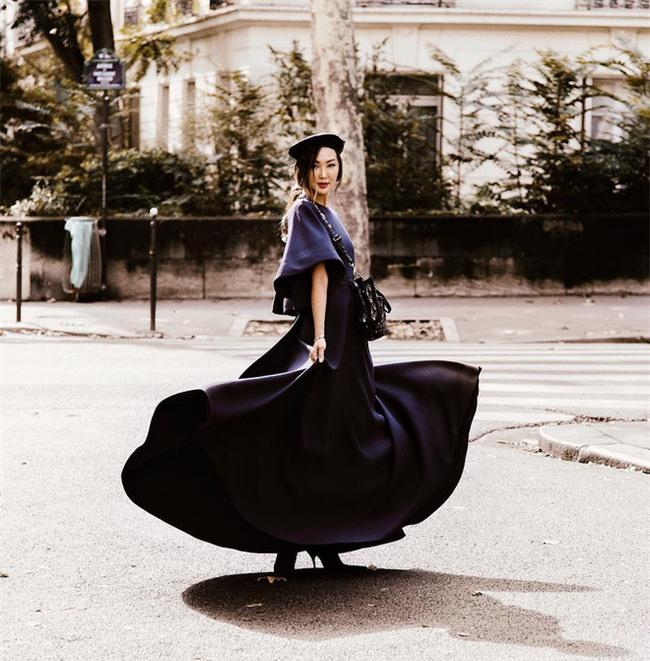Ngắm loạt streetstyle siêu chất của quý cô châu Á khi đi dự Fashion Week - Ảnh 1.
