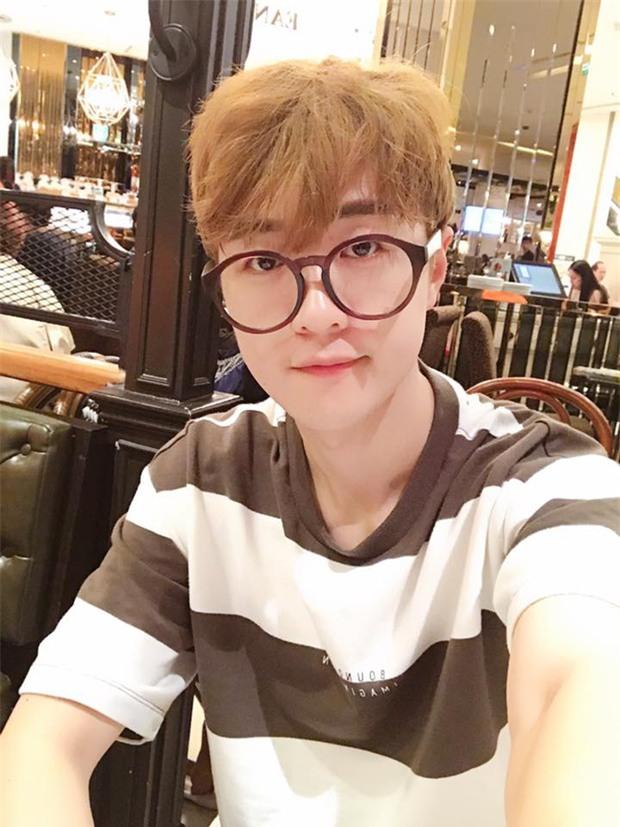 Danh tính thầy giáo người Hàn đẹp như hot boy, hát như ca sĩ khiến hội học sinh mê mệt-4