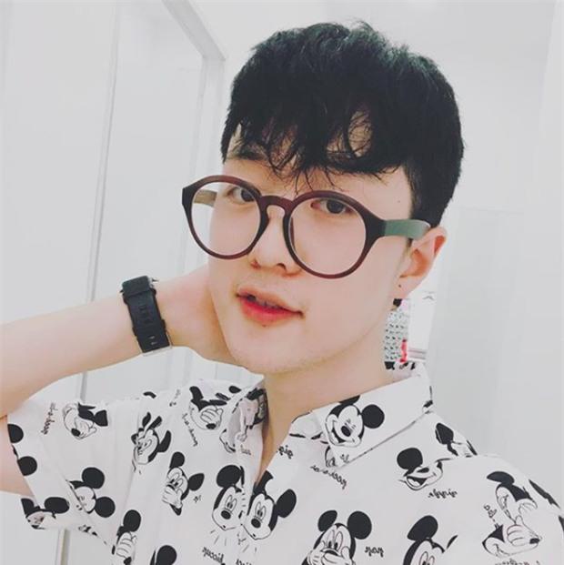 Danh tính thầy giáo người Hàn đẹp như hot boy, hát như ca sĩ khiến hội học sinh mê mệt-5