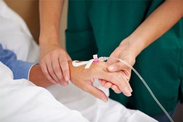 Nữ giáo viên tử vong sau khi tiêm thuốc cản quang tại Bệnh viện K Trung ương - Ảnh 1.