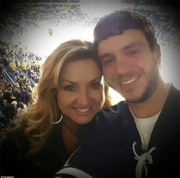 Chồng hy sinh thân mình che chắn cho vợ khỏi làn đạn trong vụ xả súng kinh hoàng ở Las Vegas - Ảnh 1.