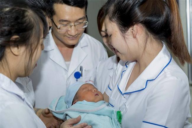 Nỗi trăn trở của GS Nguyễn Anh Trí khi về hưu mẹ của bé trai bị bỏ rơi chưa quay lại nhận con - Ảnh 4.