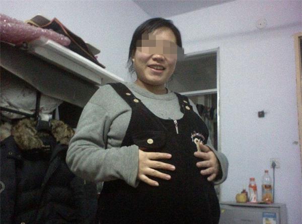 mang thai 12 thang khong de, san phu choang vang khi nghe thong bao cua bac si - 1