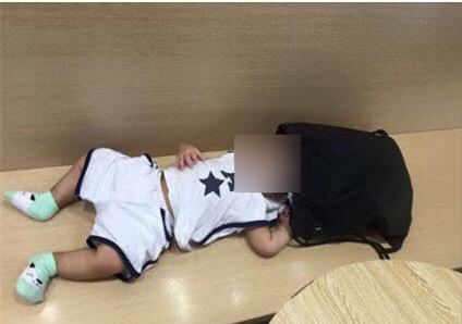 Hà Nội: Bé trai sơ sinh được mẹ đưa vào cửa hàng uống nước bị nhân viên chụp trộm tung lên mạng để câu like  - Ảnh 1.