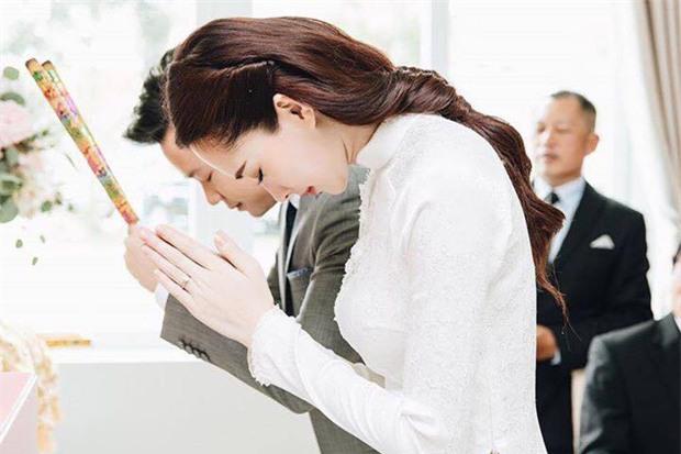 Hé lộ thiệp cưới giản dị của cặp đôi Hoa hậu Đặng Thu Thảo và doanh nhân Trung Tín - Ảnh 4.