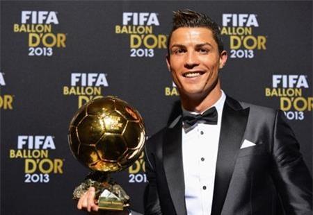 C.Ronaldo vừa mạnh dạn bán Quả bóng vàng để ủng hộ từ thiện