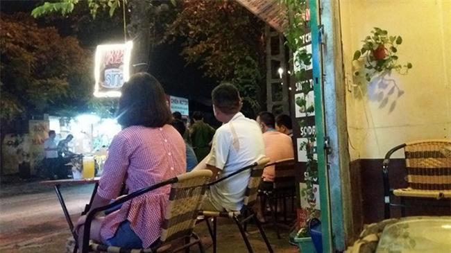 Hà Nội: Người đàn ông bị đâm trọng thương giữa phố khi đang đưa vợ con đi chơi Trung Thu  - Ảnh 3.