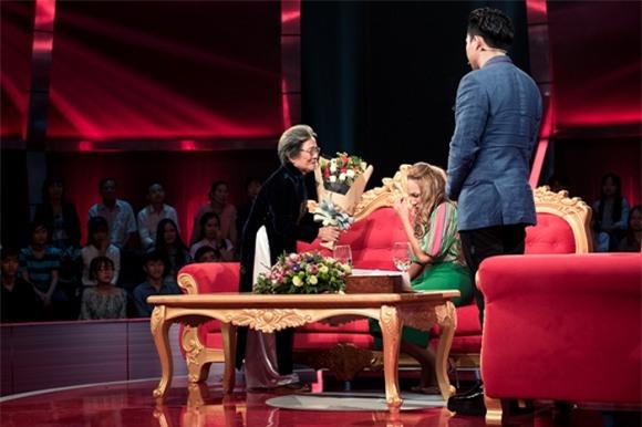 Sau cuộc gặp gỡ định mệnh nhạt và vô nghĩa trên sóng truyền hình, Thanh Hà và mẹ ruột đã đi ăn cùng nhau - Ảnh 1.