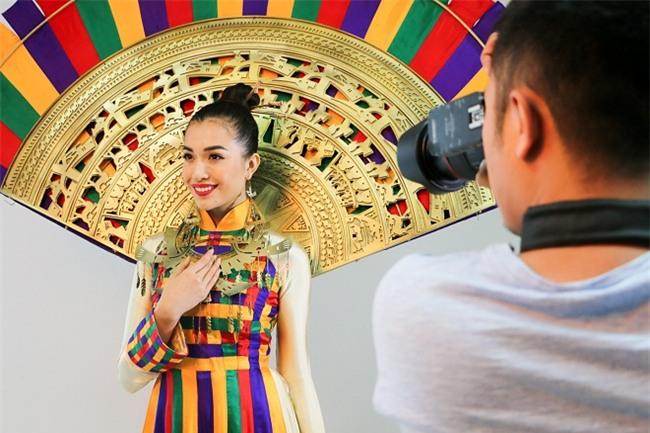 Lộ diện quốc phục chính thức của đại diện Việt Nam tại Hoa hậu Hoàn vũ 2017-2