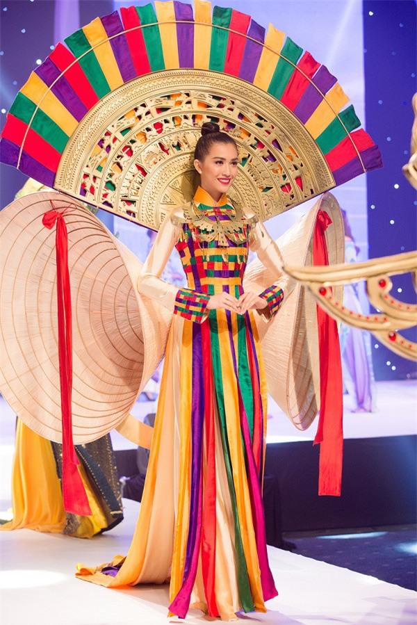 Lộ diện quốc phục chính thức của đại diện Việt Nam tại Hoa hậu Hoàn vũ 2017-3