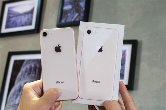 Thiết kế mới hơn iPhone 7 nhờ kính cường lực, đi cùng giá cạnh tranh đang giúp máy chiếm ưu thế